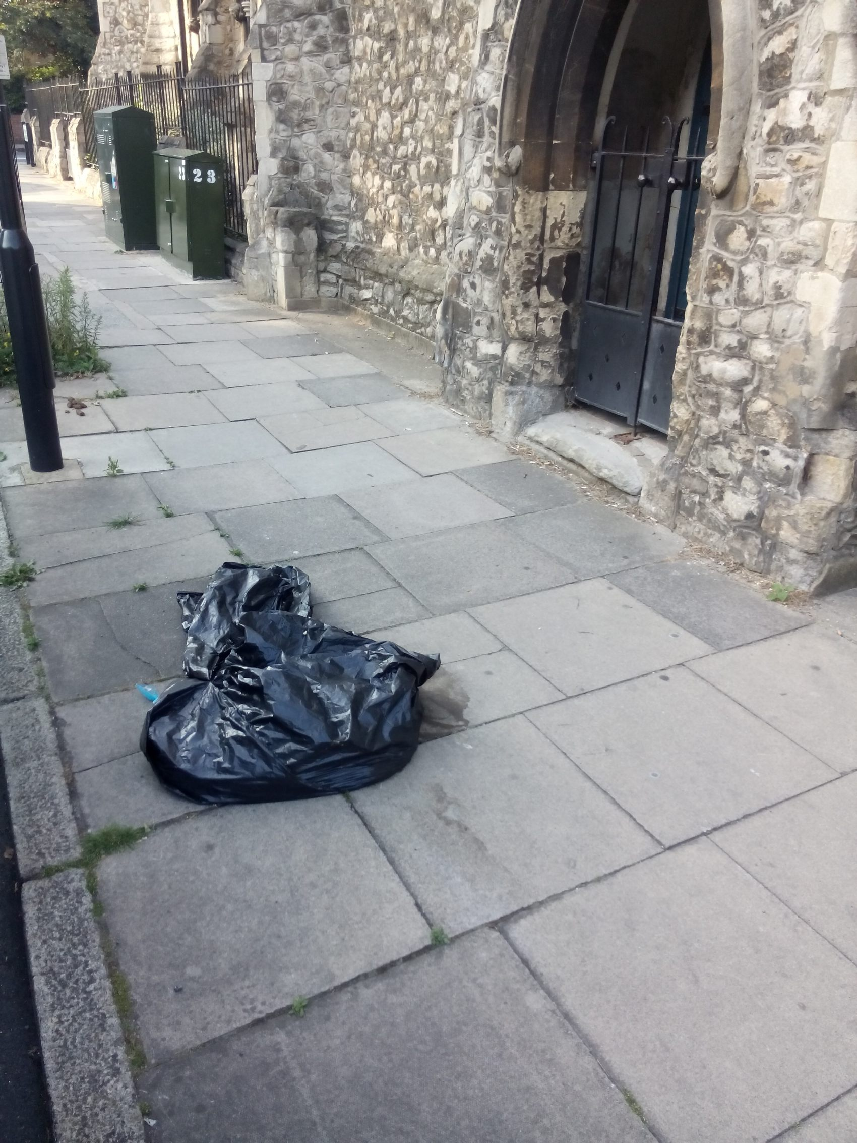 rubbish-bag-moray-rd